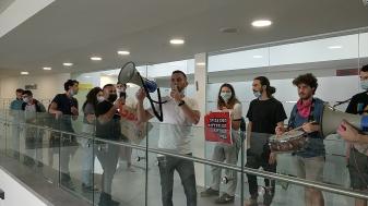 הפגנה של אגודת הסטודנטים מול הנהלת המכללה במחאה על הפגיעה בסטודנטים במהלך השביתה, בחודש שעבר. צילום: שחר הלל