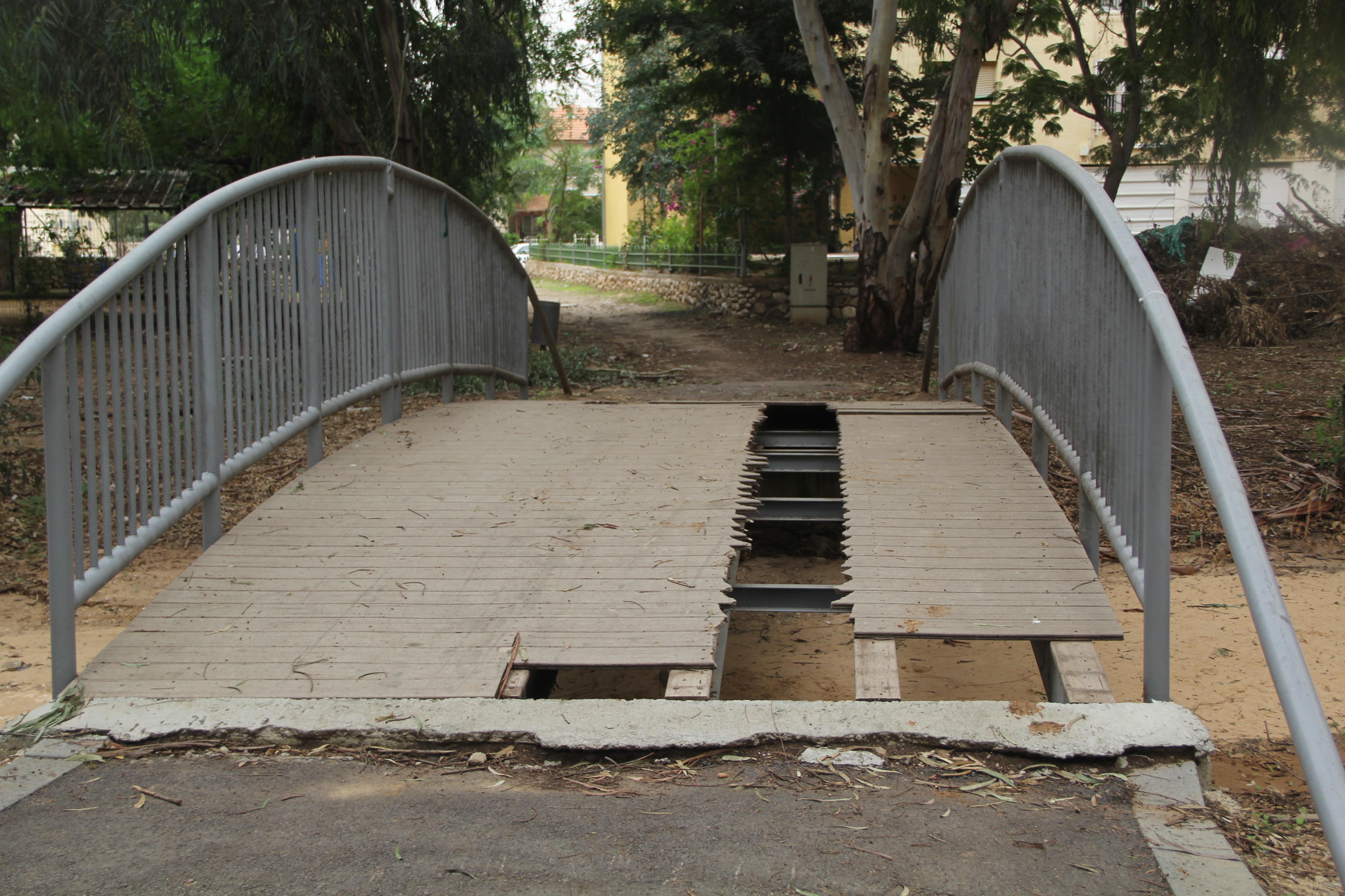 גשר העץ השבור. צילום: שיר רייטר