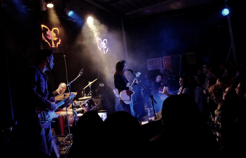 נינט והלהקה במופע בחלוץ 33. צילום: ברוך ״הנגבי״