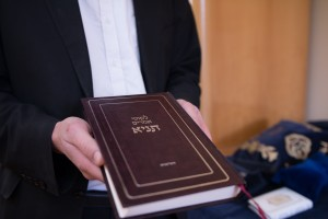 """ספר התניא של חסידות חב""""ד. צילום: רועי יצחק"""