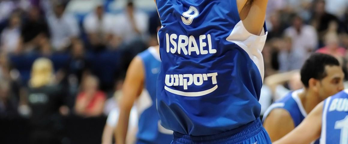 עמרי כספי במדי נבחרת ישראל במשחק נגד פינלנד. צילום: Jaripk, Wikipedia