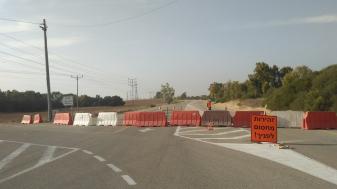 מחסום צבאי בכביש המוביל לנחל עוז. צילום: יונתן פרחי
