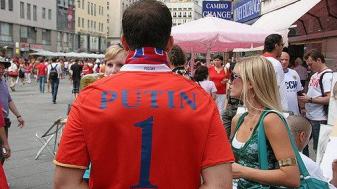 אוהד רוסי מזכיר לכולם מי מספר אחד. צילום: Jimmy Shorts (אתר פליקר)