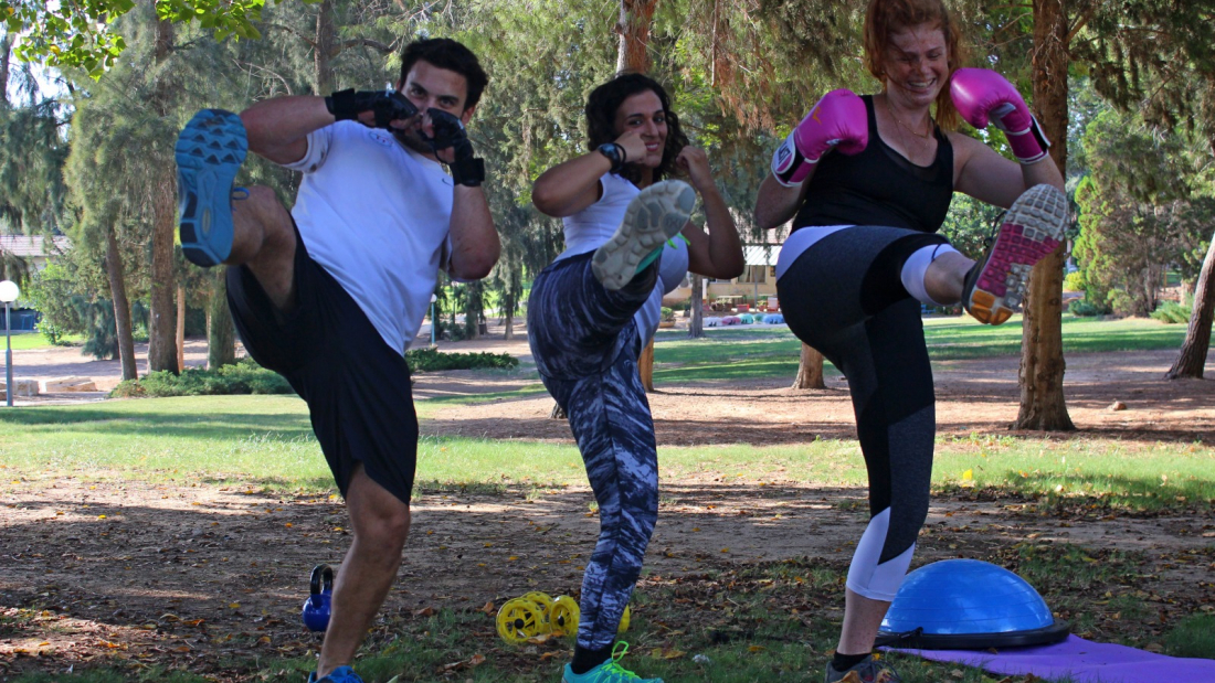 סטודנטים עוסקים בפעילות ספורטיבית (צילום: דניאל תור)