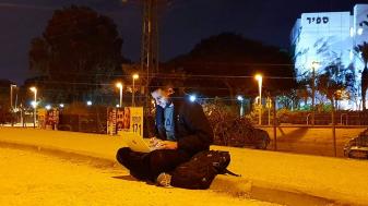"""""""אין לנו תשתיות לאינטרנט כמו שיש במקומות אחרים"""", היתם אלנבארי. צילום: חסין אלדאדה"""