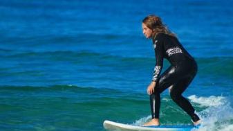 """רגינה מגיד. """"יש משהו בים שמנקה אותך נפשית"""". צילום: באדיבות מגיד"""