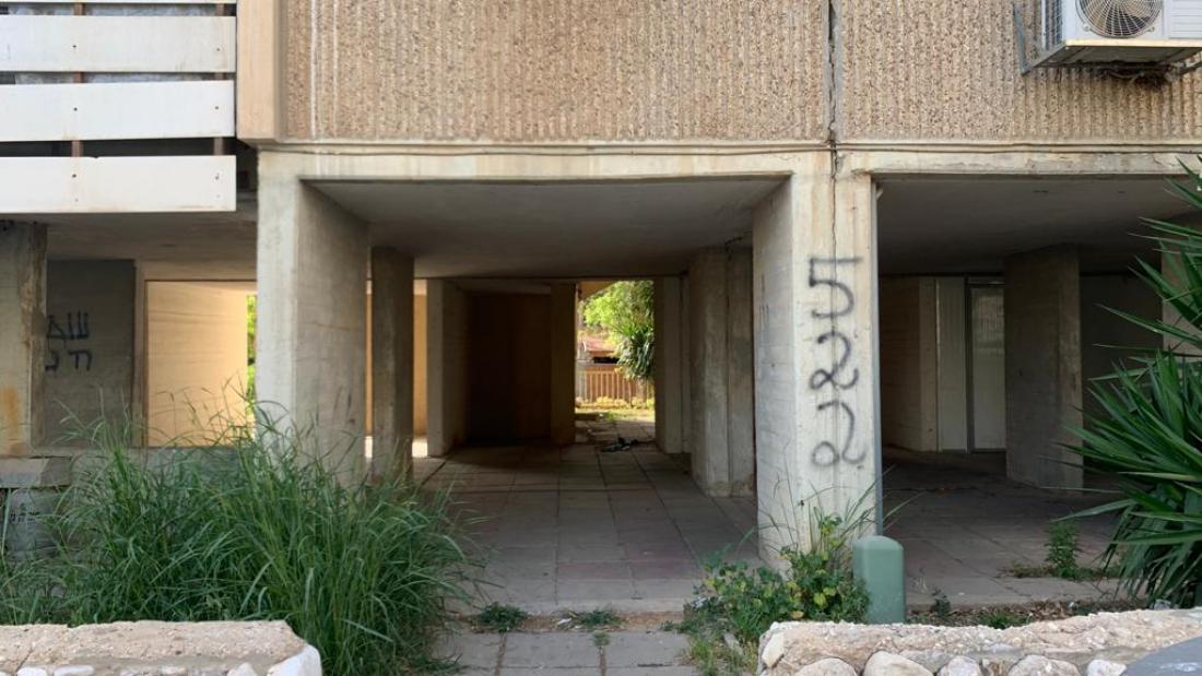 בניין שכתובתו הרשמית אבן גבירול 3, אך מכונה גם שלום שבזי וכן נווה אשכול 522